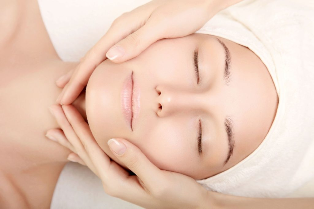 Facial Massage antiageing - Lymphatic drainage - Post face-lift and blepharoplasty and fillers